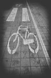 Fahrradweg Signage auf der Straße, Schwarzweiss Stockbild