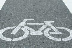 Fahrradwegzeichen, weiße Kreide gemalt auf Straße Lizenzfreie Stockfotografie