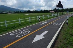 Fahrradzeichen auf der Fahrradweise Stockfotos