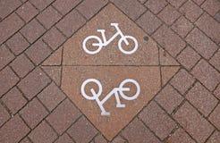 Fahrradzeichen auf der Straße Lizenzfreies Stockbild
