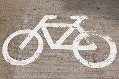 Fahrradzeichen auf der Straße Stockbild