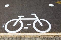 Fahrradzeichen auf der Straße in Lissabon Stockfotografie