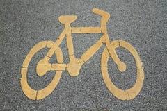 Fahrradzeichen auf Fahrradweg Stockfotos