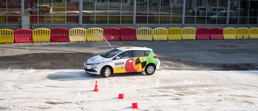 Fahrschuledarstellung Navak-Autos auf Belgrad-Autoshow Lizenzfreie Stockfotos