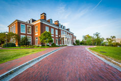 Fahrstraße und Mason Hall, an den Universität John Hopkins, Baltimore, stockbild