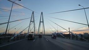 Fahrt auf vantoviy Brücke stock video footage