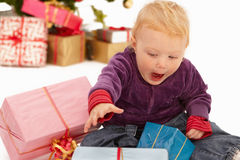 Fahrwerk am Boden - betrachten Sie diese Weihnachtsgeschenke Stockbilder