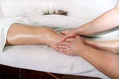 Fahrwerkbein-Massage lizenzfreies stockbild