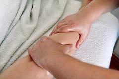 Fahrwerkbein-Massage Stockbild