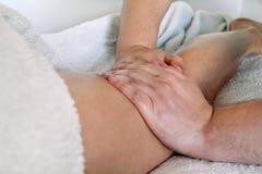 Fahrwerkbein-Massage stockfotos