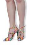 Fahrwerkbeine der Frauen in den Schuhen Stockfotos