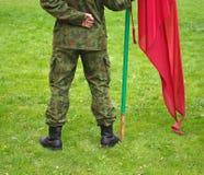 Fahrwerkbeine und Markierungsfahne des Soldaten Lizenzfreies Stockbild