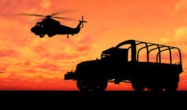 Fahrzeug über Sonnenuntergang Lizenzfreies Stockfoto