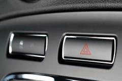 Fahrzeug, Autogefahrenwarnende Blitzgeber knöpfen mit sichtbarem rotem Tri Lizenzfreie Stockbilder