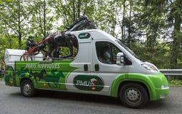 Fahrzeug PMU (Le Pari Mutuel Urbain) in Vosges-Bergen - bereisen Sie d Lizenzfreies Stockfoto