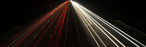 Fahrzeuge nachts Stockbild