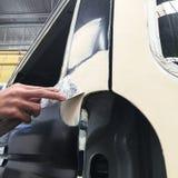 Fahrzeugkarosseriearbeits-Autoreparaturfarbe nach dem Unfall Stockfotografie