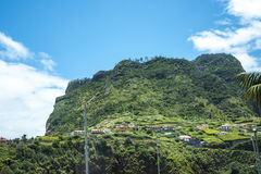 Faial和Penha de A?  guia或老鹰岩石,马德拉岛,葡萄牙看法  图库摄影
