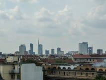 Faible luminosité sur l'horizon de Milan Image libre de droits