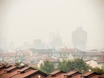 Faible luminosité sur l'horizon de Milan Photographie stock libre de droits
