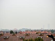 Faible luminosité sur l'horizon de Milan Photo stock