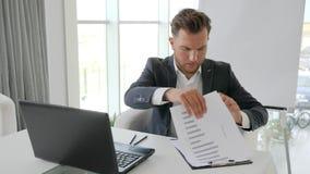 Failing do executivo novo, esforço do negócio do chefe do escritório no trabalho, derrota no negócio de negócio, filme