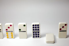 Failling dominobricka Arkivfoto