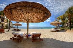 Fainéants sur une plage image libre de droits
