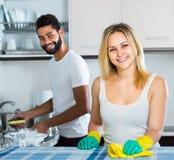Faire de aide de fille de mari nettoient Photographie stock