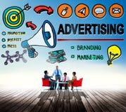 Faire de la publicité le concept commercial d'achats de marketing en ligne Image stock