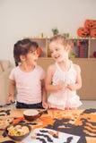 Faire des décorations de Halloween Photographie stock