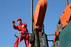 Faire des gestes de travailleur d'industrie pétrolière. Image libre de droits