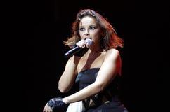 Faire des gestes espagnol de Chenoa de chanteur vivant Photos libres de droits