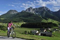 Faire du vélo dans Abtenau Photographie stock libre de droits