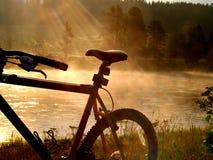 Faire du vélo dans le paradis Photographie stock