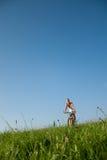 Faire du vélo de montagne de femme Photo libre de droits