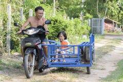 Faire du vélo heureux Images stock