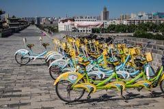 Faire du vélo le mur Images stock