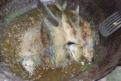 Faire frire des poissons Photo libre de droits
