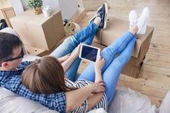 Faire la pause des boîtes mobiles d'emballage image libre de droits