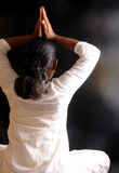 Faire le yoga photo stock