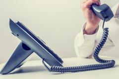 Faire un appel téléphonique photo stock