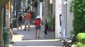 Faire un tour le long de la rue principale (9 de 9) banque de vidéos
