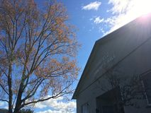 Fairfield gemenskapkorridor i solljus royaltyfri bild