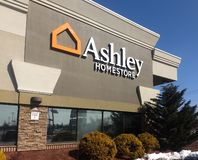 Fairfield, New Jersey /United verklaart - 12 Maart, 2019: Ashley Homestore Furniture Decor Bedding-Huistoebehoren royalty-vrije stock fotografie