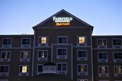 Fairfieldherberg & van Reeksenmarriott teken in New Bedford stock foto's