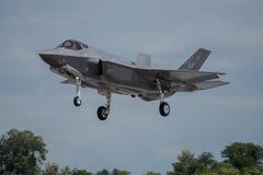 FAIRFORD, GROSSBRITANNIEN - 10. JULI: F-35A Flugzeug nimmt am königlichen internationalen Luft-Tätowierungs-Flugschauereignis am  Lizenzfreie Stockfotografie