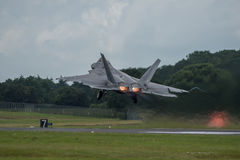 FAIRFORD, GROSSBRITANNIEN - 10. JULI: F-22A Raubvogel-Flugzeug nimmt am königlichen internationalen Luft-Tätowierungs-Flugschauer Stockbild