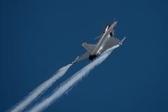 FAIRFORD, GROSSBRITANNIEN - 10. JULI: Flugzeug Rafale C nimmt am königlichen internationalen Luft-Tätowierungs-Flugschauereignis  Stockfotos