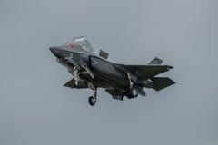 FAIRFORD, HET UK - 10 JULI: F-35B het vliegtuig neemt aan de Koninklijke Internationale Lucht van de Luchttatoegering toont deel  Stock Afbeeldingen